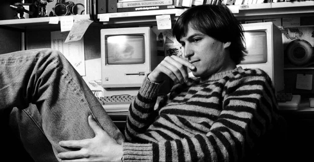 Steve-Jobs-Working